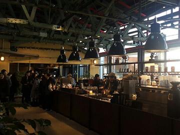 工場だった建物を生かした人気カフェ