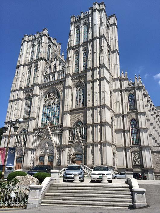 大聖堂「平和の殿堂」。コンサートなども行われる