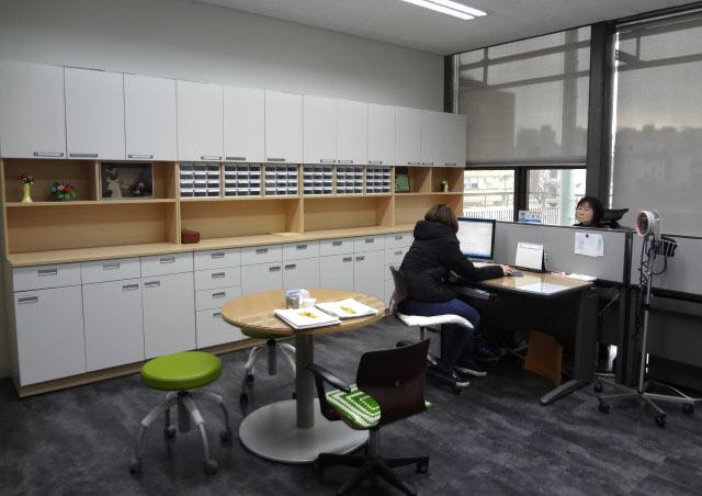 学生会館の中には保健室もあり、学生証があれば無料で利用できます