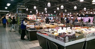 ▲一見、日本のスーパーに似ていても、台湾文化の新たな発見があります!