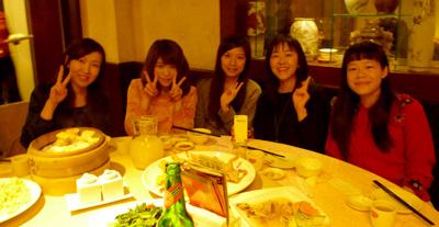 ▲台湾人学生との食事会。台湾で流行っていることなどが聞ける貴重なチャンス!