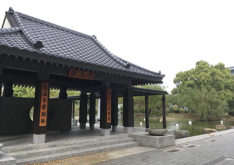 日本を感じられる建物もあります。