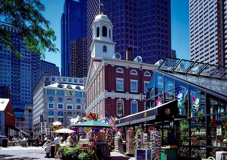 歴史と近代的な街が共存するボストン